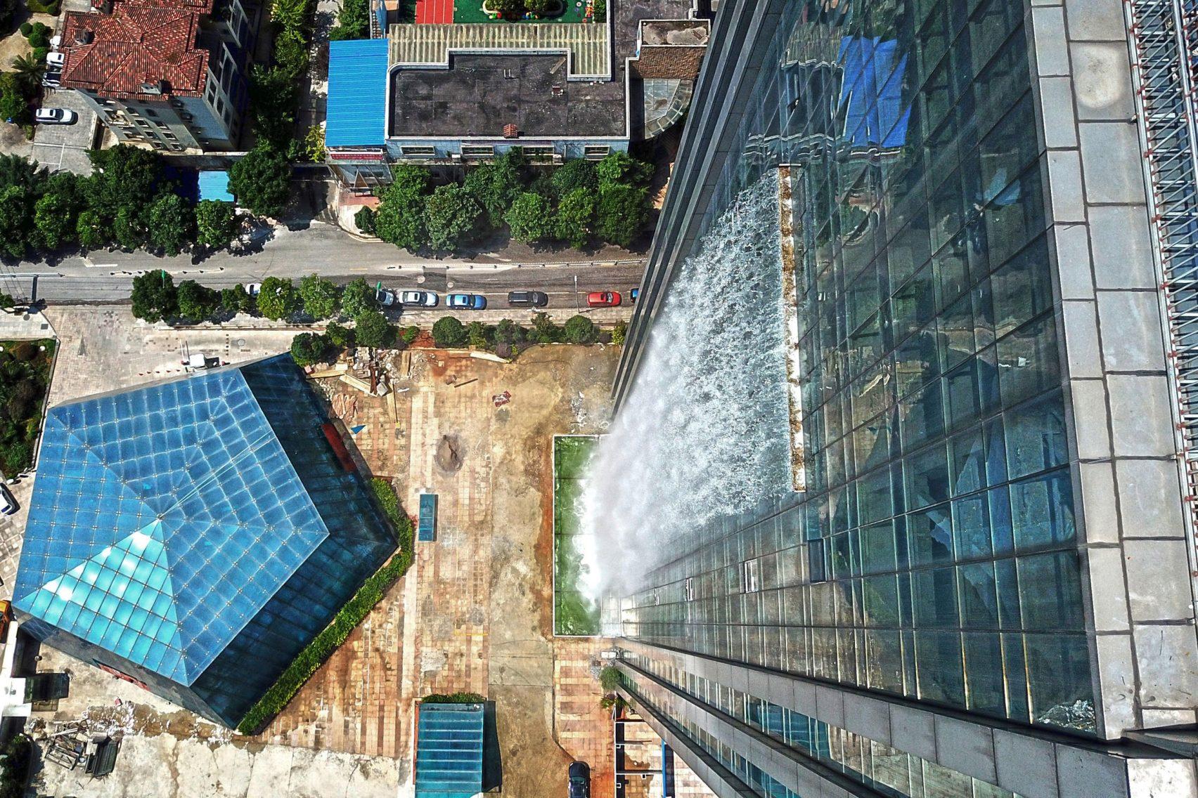 Le Liebian International Building possède la plus grande chute d'eau artificielle du monde
