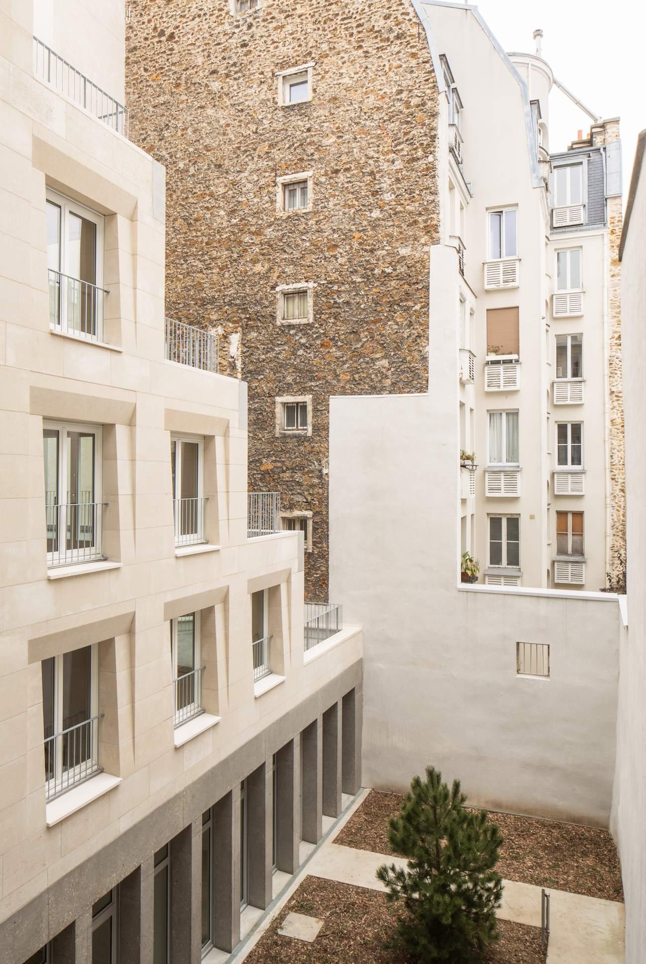 Barrault & Pressacco livrent des logements en pierre massive: innovation vernaculaire?