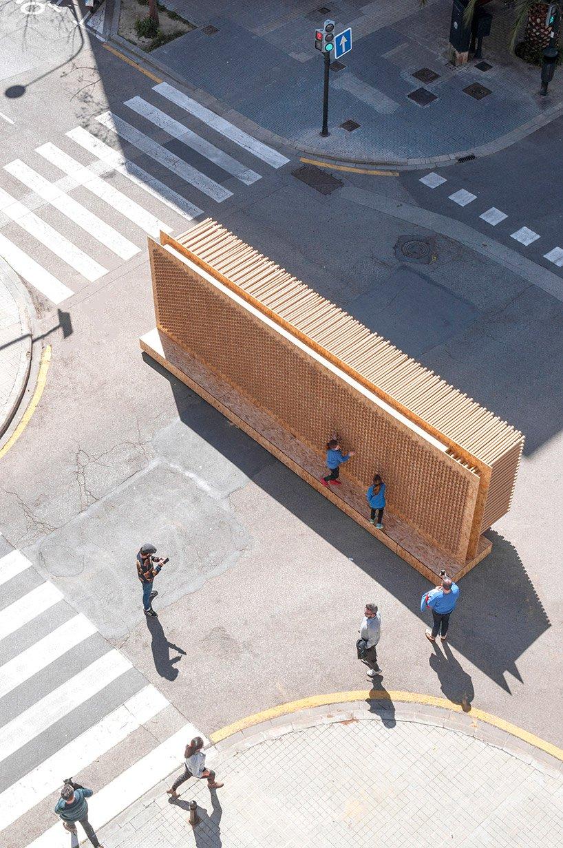 L'installation de nituniyo + memosesmas : une toile éphémère invitant les passants à s'exprimer
