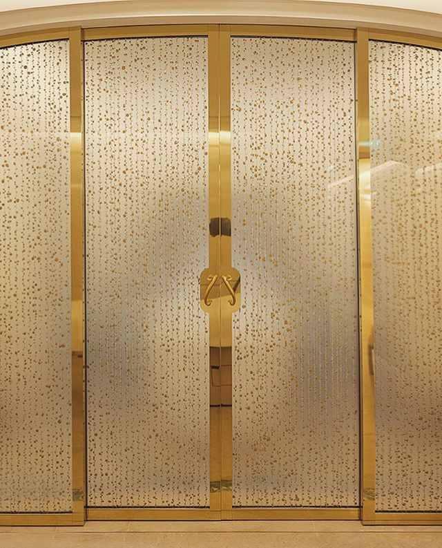 Les verres de Bernard Pictet décorent des spas prestigieux