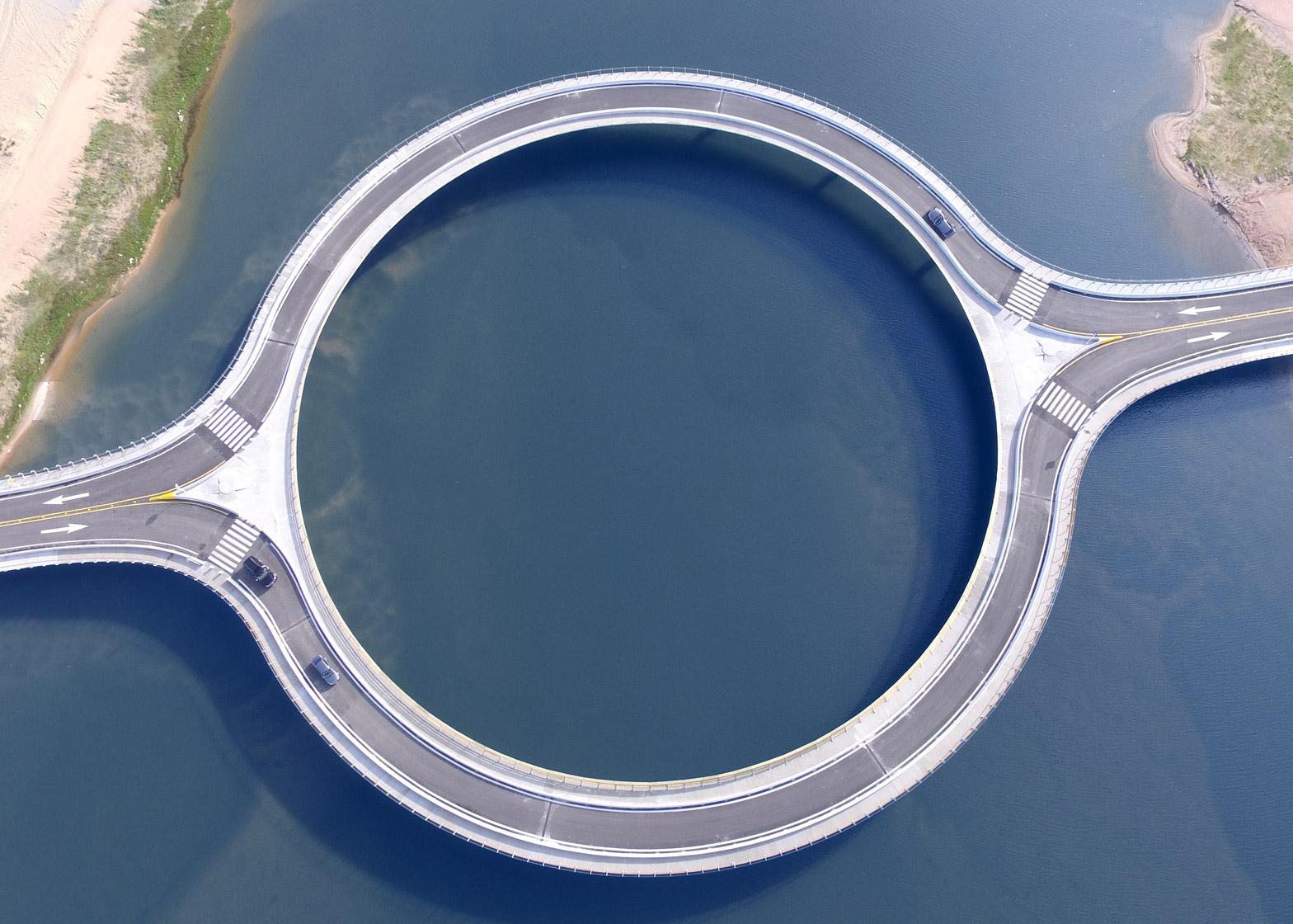 Un étonnant pont circulaire, conçu par Rafael Viñoly