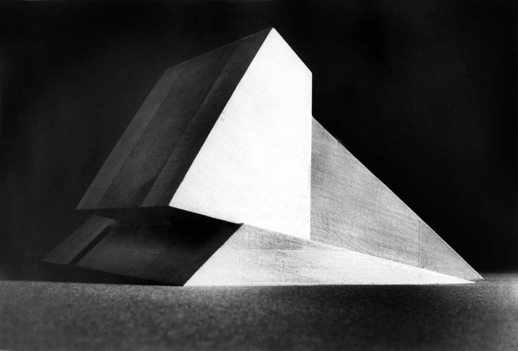 Musée d'Art Moderne Oblique, projet de Claude Parent, présenté à la Galerie Alaïa. ©Michel-Charles Gaffier, Dennis Bouchard