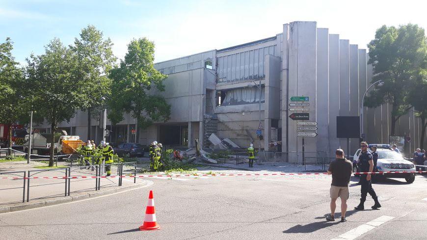Une travée de la façade arrière de l'école d'architecture de Nancy s'est effondrée sans faire de victimes. Via Radio France - Mohand Chibani