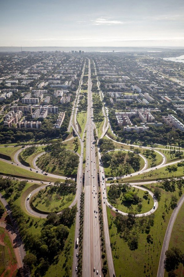 eixo rodoviário_brasilia_axe_planification_urbaine_niemeyer