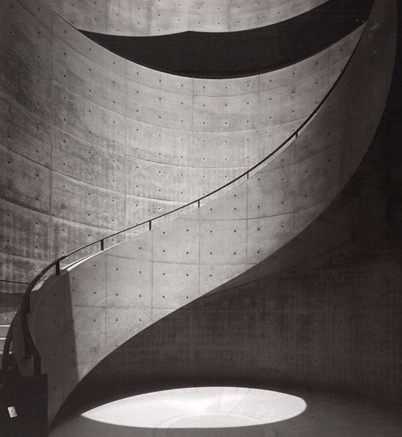 https://development.archicree.com/wp-content/uploads/wpallimport/files/2018/04/Tadao_ando_architecture_portrait_béton_lumière_ombre_musee_prefectoral_art_hyogo.jpg