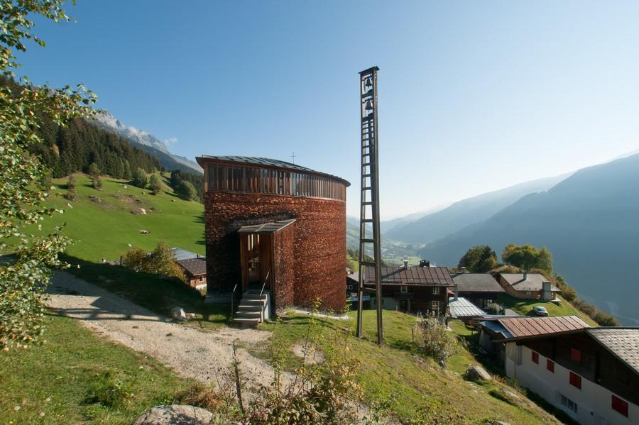 peter_zumthor_chapelle_ste_benedicte_suisse