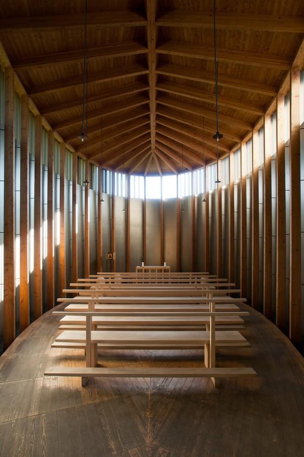 peter_zumthor_chapelle_ste_benedicte_suisse_interieur_architecture_grisson