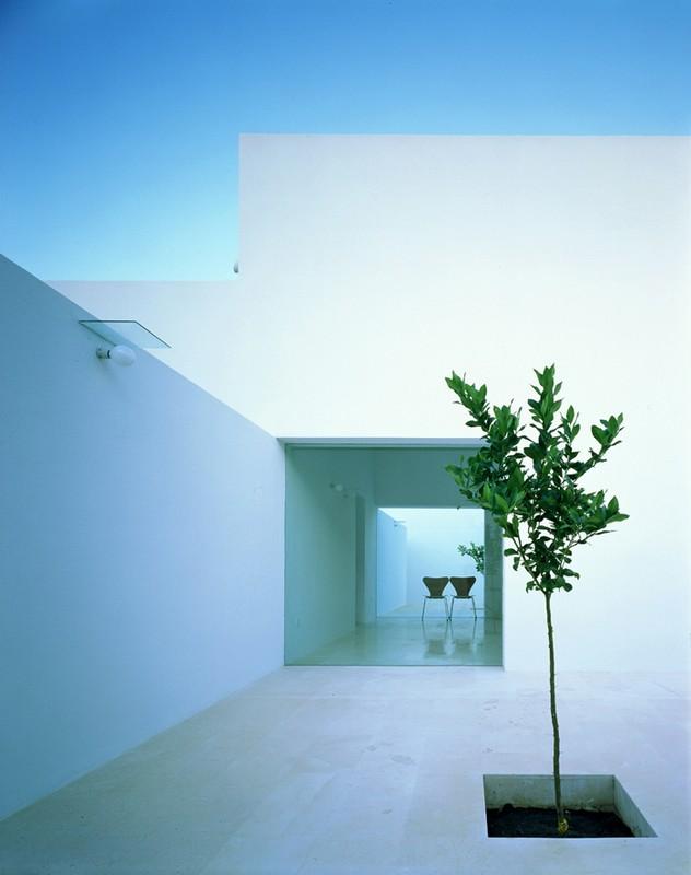 alberto_campo_baeza_maison_gaspar_espagne_cadix_minimalisme_blanc_percement